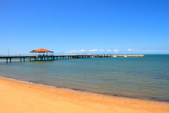 IMG_8873 (Lox Pix) Tags: queensland qld redcliffe redcliffepier seas birds sand pier loxpix landscape water beegees boats foreshore parrot monument sculpture 2017 loxworx