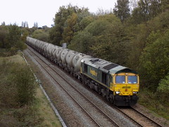 66589 with cement tanks on the approach to Ryecroft Junction (The Walsall Spotter) Tags: 66589 class66 hope earlessidings walsall