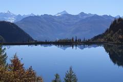 lac de Tzeusier (bulbocode909) Tags: valais suisse lacdetzeusier paysages lacs montagnes nature automne barrages forêts arbres rouge bleu