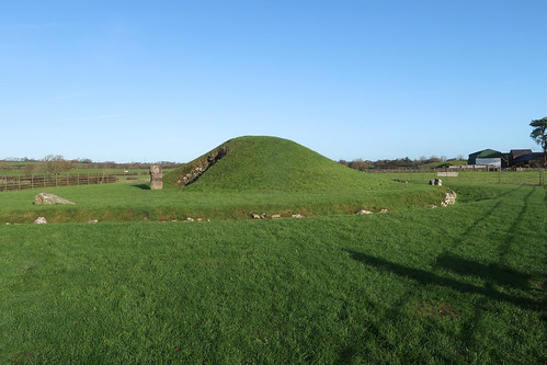 Bryn Celli Ddu  [Neolithic ~ 5,000yrs old]