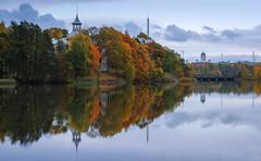 Autumn colors in Töölönlahti (tinamar789) Tags: autumn colors colorful tree trees water töölönlahti morning helsinki finland park peaceful