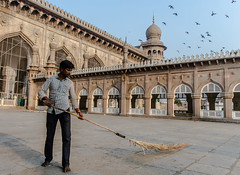 Chaos theory? |  Mecca Masjid | Hyderabad 2016 (Vijayaraj PS) Tags: architecture mughalarchitecture islam travel meccamasjid hyderabad india asia mosque ngc outdoor pigeons birds southindia indianwomen charminar flickr indianstreetphotography road building sky people tower streetphotography