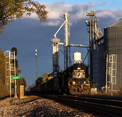 Southern Style (Jackson Vandeventer) Tags: ns norfolksouthern westbound ns6643 railroad railfanning railfan railroads rail railway rails rural rare sd60 6643 emd sidney illinois il locomotive outdoor photography power local lafayettedistrict p5 horn freight manifest mixedfreight