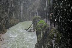 Partnachklamm (flori schilcher) Tags: schilcher partnachklamm regen zuschauer frau garmischpartenkirchen