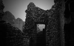 Carreg Cennen Castle (a.pierre4840) Tags: olympus om4ti zuiko 35mm f2 35mmfilm ilford ilfordhp5 hp5 bw blackandwhite monochrome noiretblanc walls castle wales fotor atmosphere atmospheric abandoned ruin
