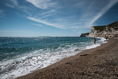 Durdle Door Beach (lsullivanart) Tags: dorset devon durdledoor jurassiccoast fujifilmxseries fujix fujixt2 xt2 repostmyfujifilm fuji fujifilm fujinon fujinon1024 fujinonxf1024 fuji1024 fujifilm1024 sun sunlight sunshine bloom starburst sidelit sky goldenhour clouds weather moody dramatic atmospheric cloudy outdoor summer landscape beach shore coast seaside seafront ocean sea wave water seascape rock pebbles sand views natural beautiful scenery scenic europe uk unitedkingdom britain england