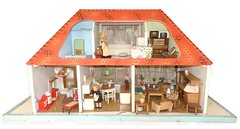 1955 C. Moritz Reichel Puppenhaus (diepuppenstubensammlerin) Tags: puppenmöbel kleine möbel puppenstubenpuppen miniaturen furniture retro old alte alt alter altes puppen dolls houses dollhouse dollshouse house puppenhaus puppenstuben sammeln puppenhäuser diepuppenstubensammlerin german deutsche room boxes box 50er fünfziger 1950er jahre fifties 1950s 50s 60er sechziger 1960er sixties 1960s ddr germany east