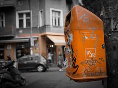 Friedrichshain, Berlin (gezipt1) Tags: berlin friedrichshain trashbin boxhagenerplatz orange bokeh dof olympus omd em10markii photography mft m43 macro