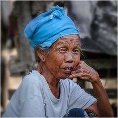Portrait # 2 (bertranddorel) Tags: femme woman indonésie bali bleu couleur age nikon tamron famille family vieille old sourire smile