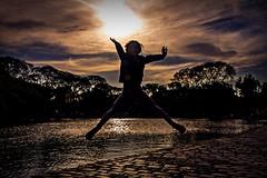 Jump (Wal Wsg) Tags: jump jumping salto saltar sol sun sunrise atardecer atardece atardeceres sunset sunlight argentina argentinabsas buenosaires caba capitalfederal ciudadautonoma ciudaddebuenosaires parquecentenario apocalipsis canoneosrebelt3 phwalterweisinger phwalwsg
