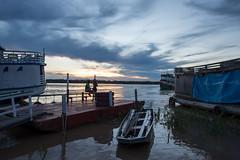 Final de tarde no cais (felipe sahd) Tags: city cidade portovelho rondônia brasil cais pessoas barcos riomadeira entardecer sunset norte
