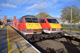 91117 heads the 1105 Leeds - Kings Cross Service, with the train in reverse formation, whilst the 1235 Kings Cross - Leeds service headed by  91119  makes its booked stop alongside at Stevenage. 29 10 2017