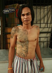 half tattooed man (the foreign photographer - ฝรั่งถ่) Tags: man half tattooed tattoos khlong thanon portraits bangkhen bangkok thailand canon