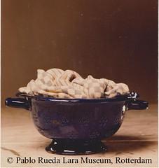 """blauw emaille vergiet met doeken 001 (Pablo Rueda Lara 1945-1993) Tags: realistisch realistic realistichkeramiek realisticceramic""""keramieken emaille"""" """"ceramic enamel"""" museumvoorkeramiekpabloruedalara pabloruedalara museumpabloruedalara pablo rueda lara keramiek ceramic ceramico emaille enamel esmalte realisticceramicrealismoceramico """"keramieken ceramico´"""