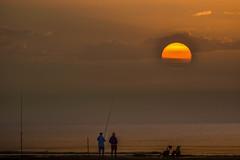 "A por la 3ª ! (the nenuco 123) Tags: ""nikonflickraward"" valencia pescadores sunrise amanecer nikond5300 tamron70300"
