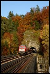 DB 232 909-2 | [D] Rupprechtstegen | 16.10.2017 by Kevin Sommer - Eine halbe Stunde später folgte 232 909, die mit ihrem Schotterzug aus Pechbrunn den 80 Meter langen Hufstättetunnel passierte...