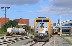 Meating of the Canadians (GLC 392) Tags: windsor on ontario canada etr etl essex terminal railway company train railroad emd sw14 104 switcher sun 911 via passenger ge p52dc station depot 150th anniversary meeting special paint