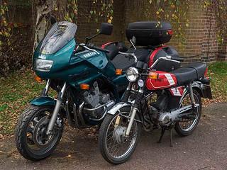 Sisters - Yamaha FS1E and 900 Diversion