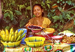 Buy Bananas (gerard eder) Tags: world travel reise viajes asia southeastasia indonesia bali people peopleoftheworld street streetlife strase streetmarket natur nature naturaleza
