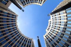 High noon (Elbmaedchen) Tags: view sky architecture officebuilding stresemannquartier berlin architektur durchblick potsdamerplatz berlinmitte blau rundbau innenhof
