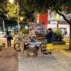 doces, biscoitos, balas.... (luyunes) Tags: comercio comércioderua ambulante vendedores vendedoresderua camelôs riodejaneiro motoz luciayunes sobrevivência comercioderua