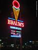Braum's in Emporia, 18 Feb 2017 (photography.by.ROEVER) Tags: kansas trip roadtrip 2017 february february2017 emporia lyoncounty braums sign usa