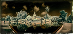Cascada de la Ciutadella (Ar@lee) Tags: ir airelibre árbol arquitectura bordeparafotos colours d50 espectrecomplet exteriors fullspectrum fotografíainfraroig filtre720nm green garden jardines sky nikond50 lago photographyinfrared panorámica trees 18751888 josepfontserè