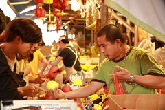 Fruit Stall (superzookeeper) Tags: 5dmk4 5dmkiv canoneos5dmarkiv ef2470mmf28liiusm eos digital street people market wetmarket fruitmarket fruitstall hk hongkong bokeh ymt yaumatei