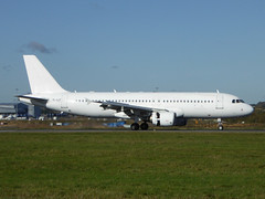 YL-LCT Airbus A320-214 cn 2233 SmartLynx Airlines Luton 27Oct17 (kerrydavidtaylor) Tags: ltn eggw a320 a320200