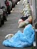 Mönchengladbach im nur zeitweilig goldenen Oktober 2017 (borntobewild1946) Tags: mönchengladbach nrw nordrheinwestfalen oktober2017 rheinland niederrhein copyrightbyberndloosborntobewild1946 moenchengladbach sophienstrase gelbesäcke wertstoffsäcke wertstoffentsorgung müllabfuhr bürgersteig