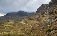 Rugged scenery above Tanygrisiau (Keartona) Tags: tanygrisiau blaenauffestiniog wales northwales moody lowcloud mountains rugged scenery scenic snowdonia autumn october road path atmospheric landscape