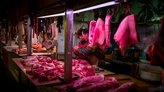 butcher talk (Rob-Shanghai) Tags: butcher shanghai meat night market china people talking leica m240 35mm lux