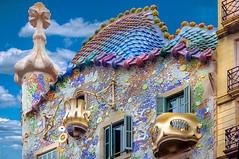 Casa Batlló - Serpent Roof (Marcus Frank) Tags: spain barcelona architecture gaudi casabatlló casabatllo mosaic tilework casa milà whimsical serpent roof tiles art nouveau