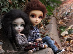 Shy Love.... It's coming ♥ (Little Queen Gaou) Tags: pullip doll groove taeyang garden autumn love story photographie photography lena duchannes ethan wate 16lunes sublimes creatures inspiration