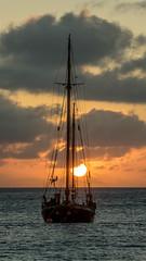Sonnenuntergang auf Bonaire (krieger_horst) Tags: bonaire wolken himmel segelboot boot