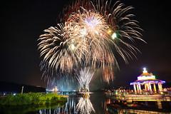 日月潭花火節(Fireworks festival @ Sun moon lake)。 (Charlie 李) Tags: 5d3 canon taiwan natoucounty sunmoonlake fireworks 夜景 台灣 南投縣 魚池鄉 日月潭 花火節