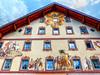 Decoración (etoma/emiliogmiguez) Tags: mittenwald alemania baviera alpes ventanas edificio pinturas grabados
