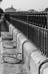 perspective (Rudy Pilarski) Tags: architecture thebestoffnikon thepassionphotography nikon tamron 18270 d7100 séville travel voyage espagne perspective nb bw architectura barrière fer ferronnerie monochrome