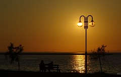 Lamp at sunset (KOSTAS PILOT) Tags: greece greeklife achaia peloponese coastline coast beach sunset goldenlight goldenhour kostaspilot pillar lamp sky sea silhouette sony sonyhx60 sunsetcolors colors horizon patras ionion mediterranean patraikos ελλάδα πελοπόννησοσ αχαιασ πατρα πατραικοσ ηλιοβασίλεμα πατρινοηλιοβασίλεμα ηλιοβασίλεμαπατρασ οριζοντασ ουρανόσ σκιεσ σιλουέτα θαλασσα ιονιον μεσόγειοσ λαμπα κολόνα χρυσηωρα χρυσοφωσ bench παγκάκι