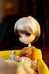 October 🎃 (Juju DollPassion) Tags: pullip nanachan leeke obitsu sofa october halloween coffee lullaby eyes doll custo custom