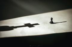 - Schachmatt - (B. Jepsen) Tags: gelb schach schachmatt still stillleben leben life god history historisches kreuz bauer tor himmel kunst art stillife heilig end lichtstrahl light shadow black licht schatten schwarz figuren figure