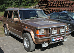 Cherokee (Schwanzus_Longus) Tags: osnabrück german germany us usa america american old classic vintage car vehicle suv sport utility jeep cherokee 4x4 awd 4wd offroad offroader