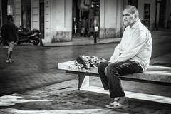 Escena Urbana (Paco Herrero) Tags: spreader calle street bn bw urbana valencia