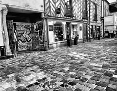 Errance rennaise...#blackandwhite #errance #bretagne #illeetvilaine #balade #pavés #noiretblanc #rue #street #lumière #ombre #lens #nikonfr #rennes #city #vieilleville (lucrabco) Tags: blackandwhite errance bretagne illeetvilaine balade pavés noiretblanc rue street lumière ombre lens nikonfr rennes