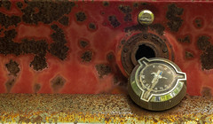 Old Ford Mustang.... (Kevin Povenz Thanks for the 3,700,000 views) Tags: 2017 may kevinpovenz westmichigan michigan ottawa ottawacounty car mustang ford gas cap trunk key rust old antique canon7dmarkii macro