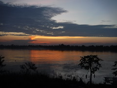 Sunset over the Mekong in Phon Phisai (SierraSunrise) Tags: thailand phonphisai nongkhai sunset mekong mekongriver rivers water reflections