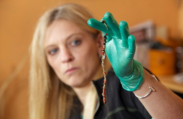 Gặp ảo giác và bệnh tật liên miên, người mẹ không biết mình đang đeo thứ kịch độc trên tay - Ảnh 5.
