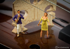 Violine Serenade (klickpix70) Tags: macromondays memberschoicemusicalinstruments stillleben minni mini toy spielzeug toys tabletop big world little people h0scale nikon d7200 preiser h0 photography humor funny lol spass railway figures indoor