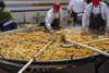 Sharing a big paella (Mario Donati) Tags: crazytuesdaytheme timetoshare 7dwf nikon d3100 nikkor35mm18 balcarce sometimessavory