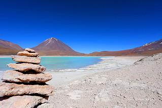 Laguna Verde - Sud Lipez Vue sur le volcan Licancabur situé à la frontière entre la Bolivie et le Chili.